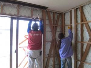 屋内の解体作業